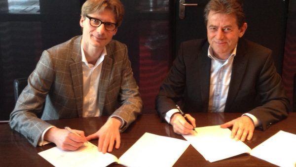 Contractondertekening blok 8 Zeeburgereiland