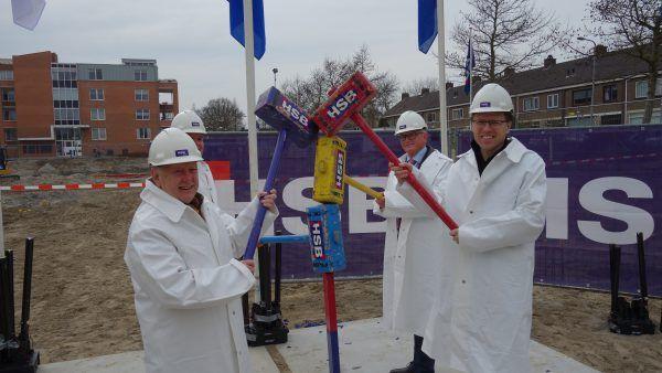 Feestpaal geslagen project Heemsuite te Heemskerk