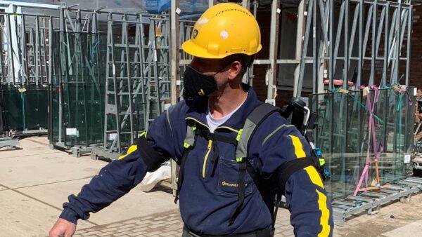 Pilot met Exoskelet op bouw Gouwpark